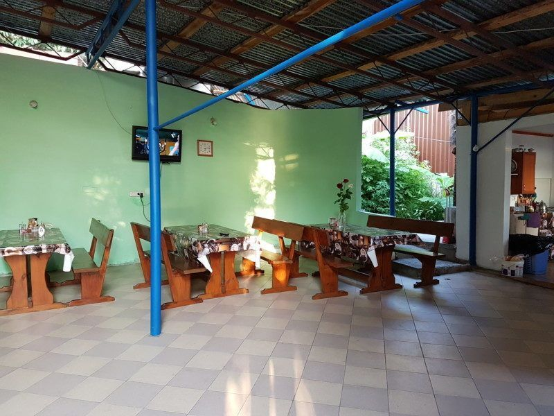 двор с кухней