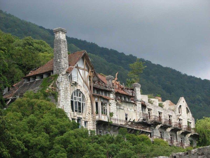 Пансионат «Чайка» (замок принца Ольденбургского в советское время)