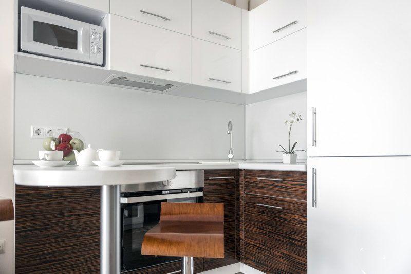 Апартаменты стандарт с кухней и балконом с видом на море (5-11 этаж) - кухня