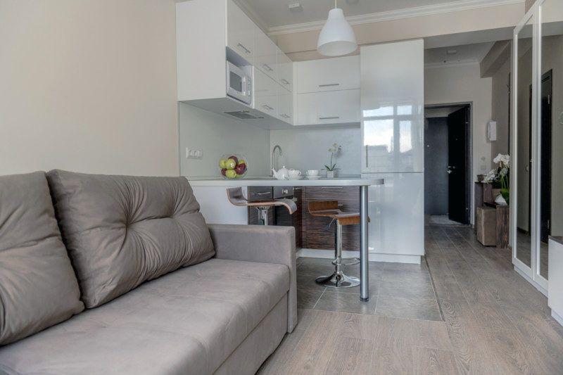 Апартаменты стандарт с кухней и балконом - диван