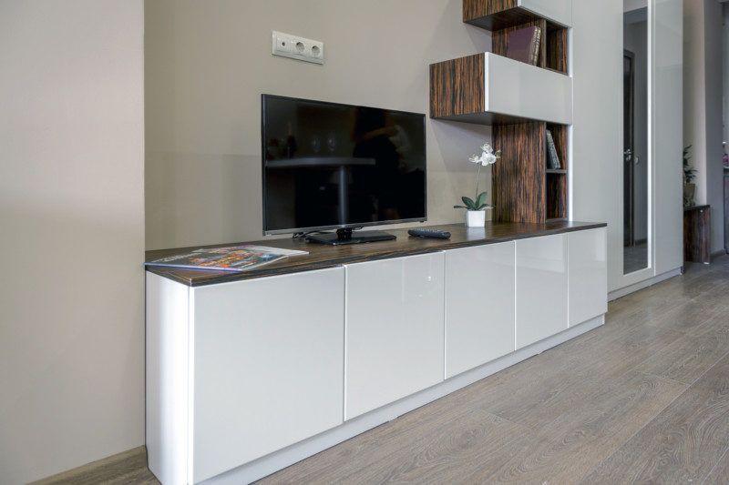 Улучшенные апартаменты с кухней и балконом с видом на море (5-11 этаж) - ТВ зона