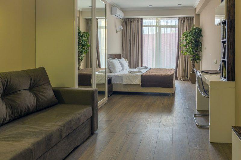 Улучшенные апартаменты с кухней и балконом с видом на море (5-11 этаж)