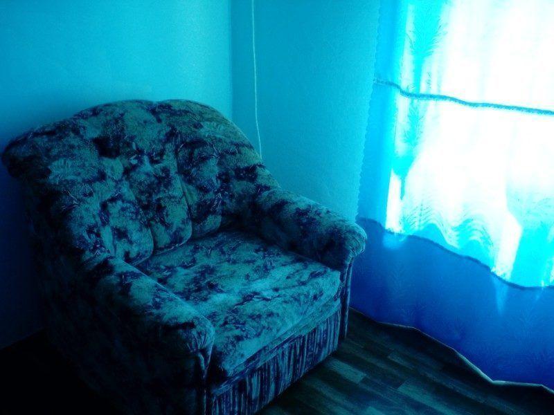 Эконом с двумя кроватями рядом и мягким раскладывающимся креслом