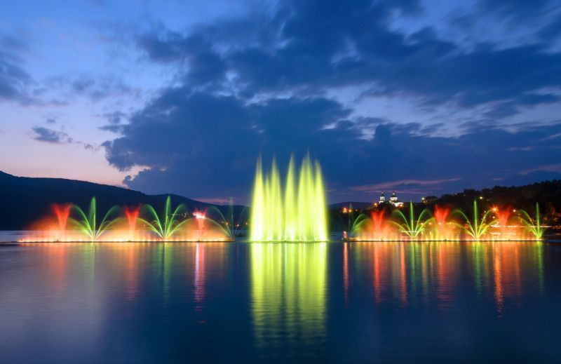 Фонтан на озере Абрау