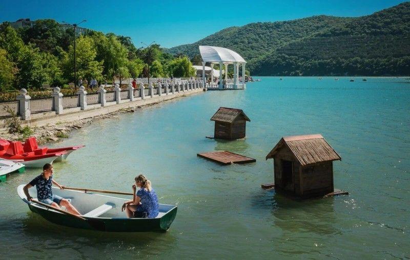 Водные прогулки по озеру Абрау