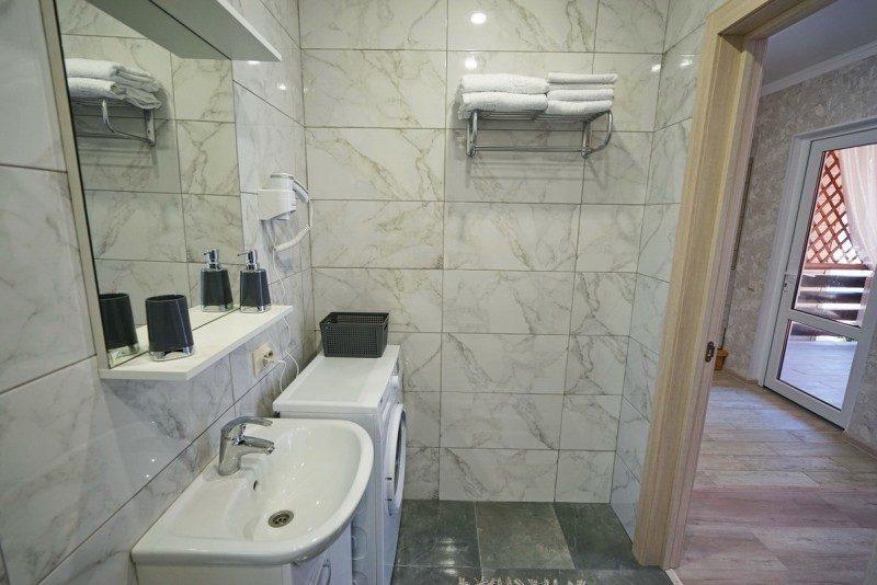 Коттедж 4 - Ванная на первом этаже