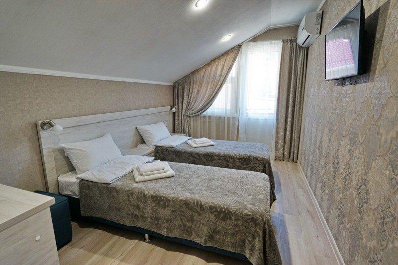 Коттедж 2 - Спальня на втором этаже с двумя односпальными кроватями