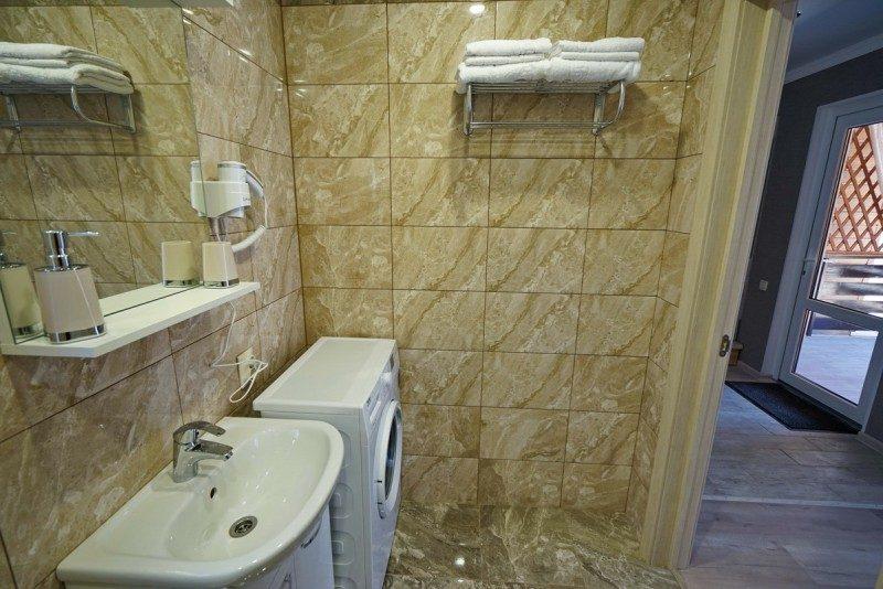 Коттедж 1 - Ванная на первом этаже